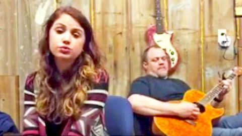 Aspiring Country Singer Breaks The Internet With STUNNING Cover Of 'Jolene'   Country Music Videos