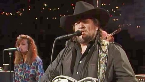 Waylon Jennings Treats The Lone Star State To Quality Country Music With 'Me And Bobby McGee' | Country Music Videos