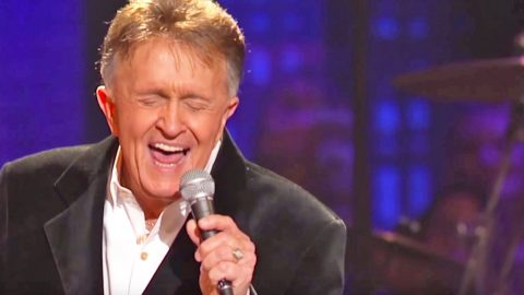 Bill Anderson's Heart-Wrenching Performance Of His Tragic Hit Song, 'Whiskey Lullaby' | Country Music Videos