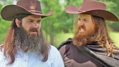 Jep and Jase Robertson Settle An Argument The 'Old West' Way | Country Music Videos