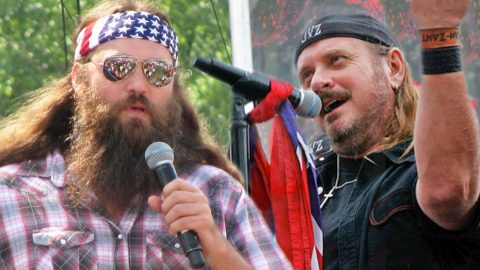 You Won't Believe What Happens When Willie Robertson Brings THIS Legendary Rock Band On Stage | Country Music Videos