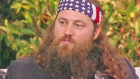 Willie Robertson Reveals How 1 T-Shirt Made Duck Commander A Multi-Million Dollar Company | Country Music Videos