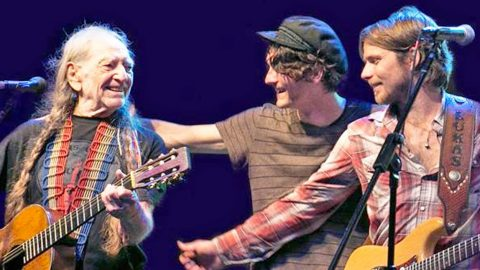 Willie Nelson And His Two Sons Perform Impromptu 'Blue Eyes Crying In The Rain' | Country Music Videos