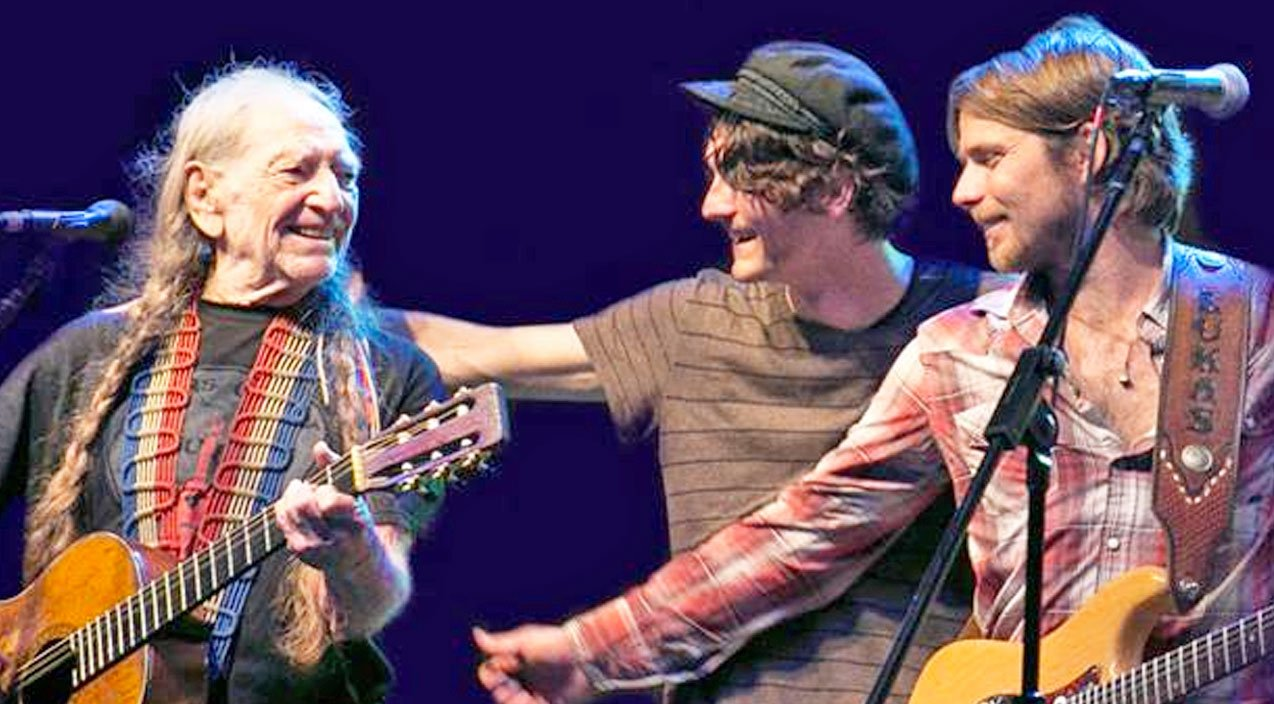 Willie Nelson And His Two Sons Perform Impromptu Blue Eyes Crying