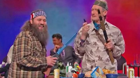 You Won't Believe What Happens When This Guy Tries To Teach Willie About Duck Hunting! | Country Music Videos
