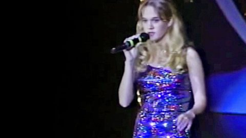 14-Year-Old Carrie Underwood Dazzles Crowd With Martina McBride's 'A Broken Wing' | Country Music Videos