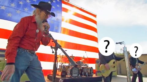 Legendary Rock Band Makes Surprise Appearance On Final Episode Of 'Duck Dynasty' | Country Music Videos