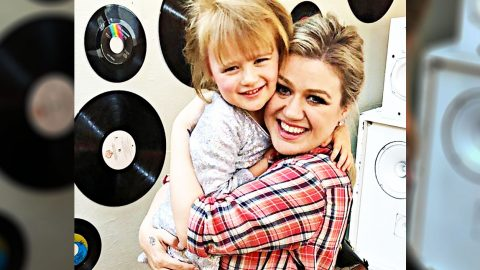 Kelly Clarkson's Daughter Gives First Concert Performance | Country Music Videos