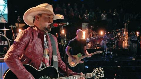 Jason Aldean Sings Miranda Lambert Collaboration In Front Of Blake Shelton | Country Music Videos