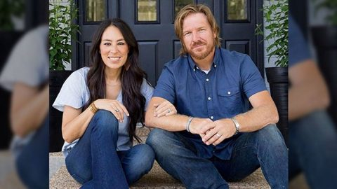"Joanna Gaines Shares First Selfie With ""Snug As A Cuddlebug"" Baby Crew 