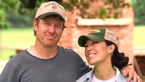 Chip Gaines Proves Romance Isn't Dead With Sweet Anniversary Note For Joanna | Country Music Videos
