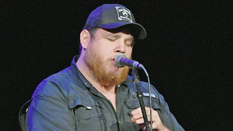 """Luke Combs Recalls First Heartbreak During Live TV Debut Of """"She Got The Best Of Me""""   Country Music Videos"""