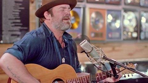 "Lee Brice Performs ""I Drive Your Truck"" At The George Jones Museum 