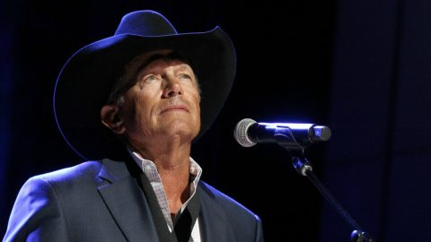George Strait Recently Had Knee Replacement Surgery | Country Music Videos