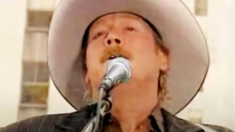 """With Tears In His Eyes, Alan Jackson Honors 9/11 Victims Through 2006 Performance Of """"Where Were You"""" 