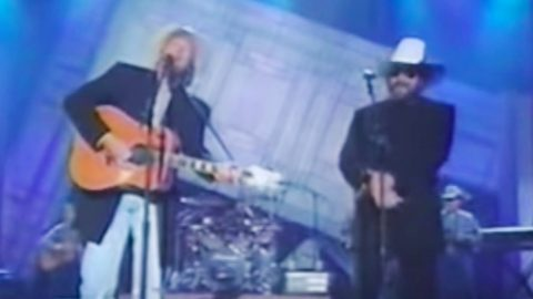 Alan Jackson Brings Hank Jr. On Stage For 'The Blues Man' Duet At 2000 ACM Awards | Country Music Videos