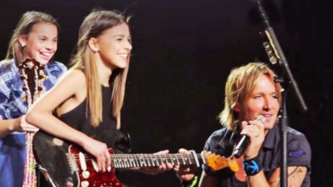 Keith Urban Interrupts 2016 Concert To Give 14-Year-Old Fan The Spotlight | Country Music Videos