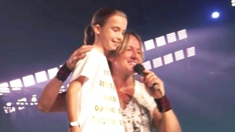 Keith Urban Sings 'Happy Birthday' To Little Girl At His Show | Country Music Videos