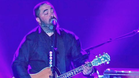 Aaron Lewis Speaks To The 'Lost And Lonely' In Powerful Live Performance | Country Music Videos
