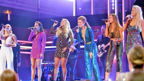 Carrie Underwood Brings Out Female Tourmates For Epic Medley Of Classic Country Hits | Country Music Videos