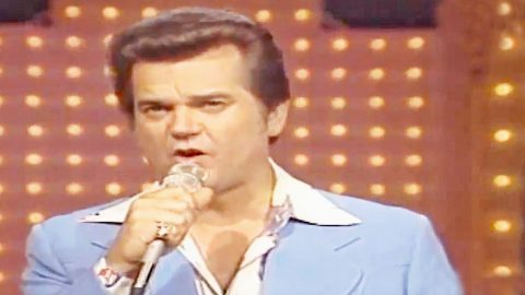 Conway Twitty Charms The Ladies With Swoon-Worthy 'I See The Want To In Your Eyes' | Country Music Videos