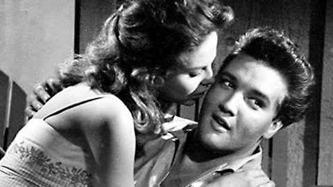 Elvis And 'Follow That Dream' Co-Star Holly Kiss After He Sings 'Angel' | Country Music Videos