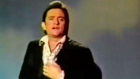 Johnny Cash Sings 'The Battle Hymn Of The Republic' On 1969 Variety Show Episode | Country Music Videos