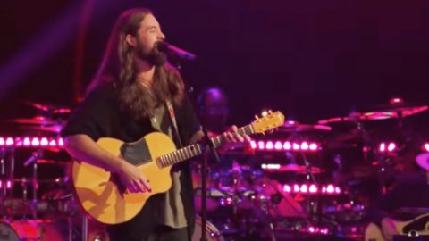 Nashville Singer Impresses Blake Shelton With Silky Smooth 'Dancing In The Moonlight' | Country Music Videos