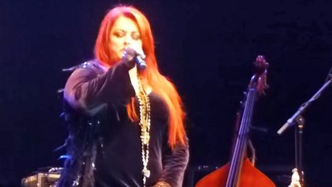Wynonna Judd Delivers Chills With Astounding Rendition Of Leonard Cohen's 'Hallelujah' | Country Music Videos