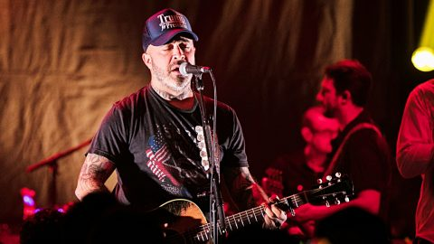 Aaron Lewis Launches Full-Blown Acoustic Tour | Country Music Videos