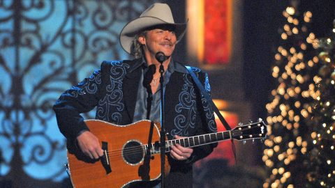 Alan Jackson Reveals Christmas Day Plans | Country Music Videos