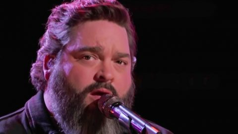 Dave Fenley Sings Lonestar's 'Amazed' Hoping To Avoid Elimination On 'Voice' Season 15 | Country Music Videos