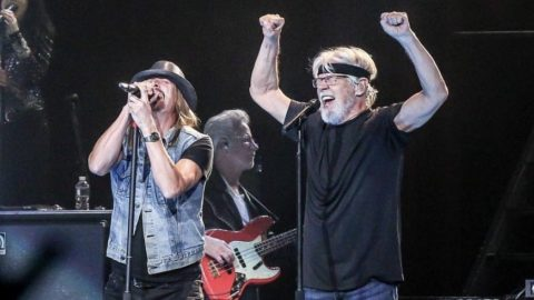 """Kid Rock Crashes Bob Seger's Stage During 2019 Show – They Sing """"Rock N' Roll Never Forgets"""" 