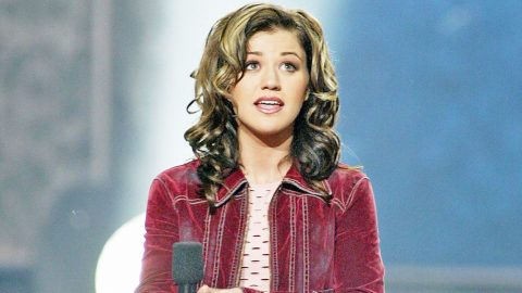 Before 'Idol,' Kelly Clarkson Admits She Never Wanted To Be Famous | Country Music Videos