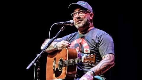 """Aaron Lewis Releases Authentic New Song """"It Keeps On Workin'"""" 
