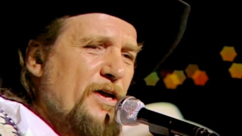 Waylon Jennings Stormed Off The Set Of The 'Late Late Show' In 1998 | Country Music Videos