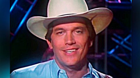 """The Drunk Story Behind The Writing Of George Strait's """"The Chair"""" 