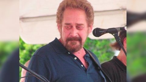 Country Legend Earl Thomas Conley Dies At 77 | Country Music Videos