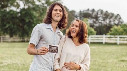 'Duck Dynasty' Couple Expecting First Child | Country Music Videos