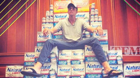 Natty Light Will Pay You $40 An Hour To 'Be Cool' & Drink Beer | Country Music Videos