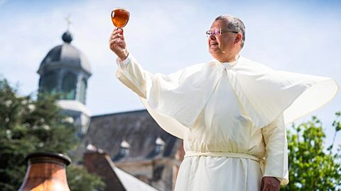 Monks Find 200-Year-Old Beer Brewing Recipe – And They Make It | Country Music Videos