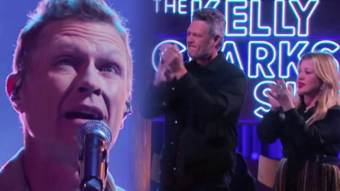 Blake Shelton & Kelly Clarkson Cry After Craig Morgan Sings 'The Father, My Son, And The Holy Ghost' | Country Music Videos