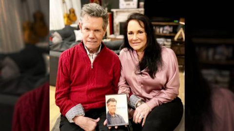 "Randy Travis & Wife Mary Give Details About New Gospel Album, ""Precious Memories"" 