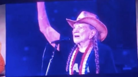 Weeks After 'Best Friend' Dies, Willie Points To Sky & Cries During 'Always On My Mind' | Country Music Videos