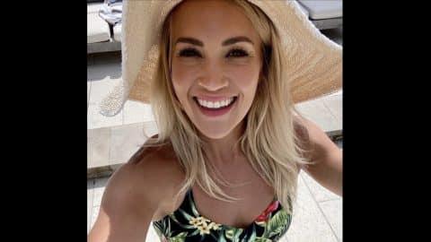Carrie Underwood Looks Summer Ready In Bikini Selfie | Country Music Videos