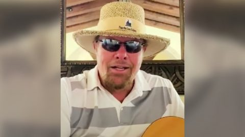 "Toby Keith Shares Acoustic Cover Of ""(Now And Then There's) A Fool Such As I"" 