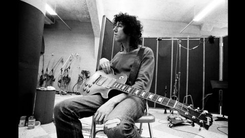Fleetwood Mac Co-Founder Peter Green Has Died At 73 | Country Music Videos