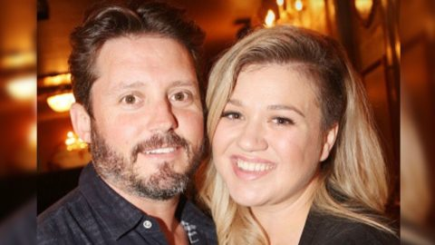 Kelly Clarkson's Estranged Husband Responds To Divorce Petition | Country Music Videos