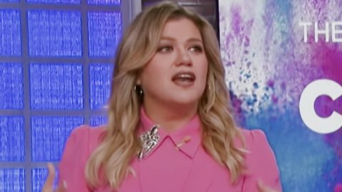 "Kelly Clarkson Says She ""Definitely Didn't See"" Divorce Coming 