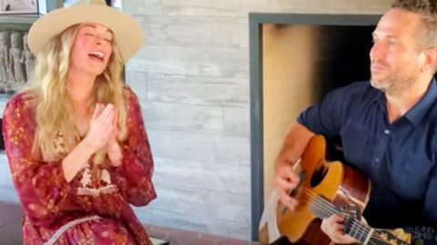 """LeAnn Rimes Shares Acoustic Cover Of """"Tennessee Whiskey"""" 